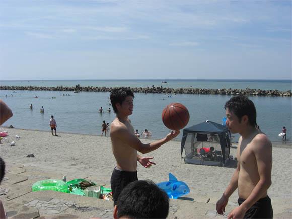バスケットボールを回すじょー