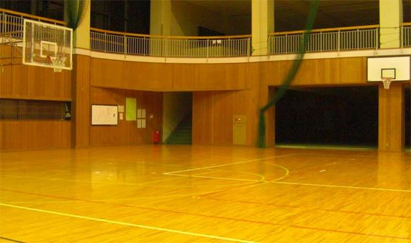 体育館とリング