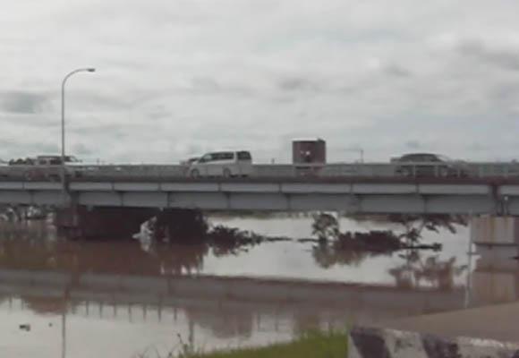 新潟大雨7月30日の信濃川大橋