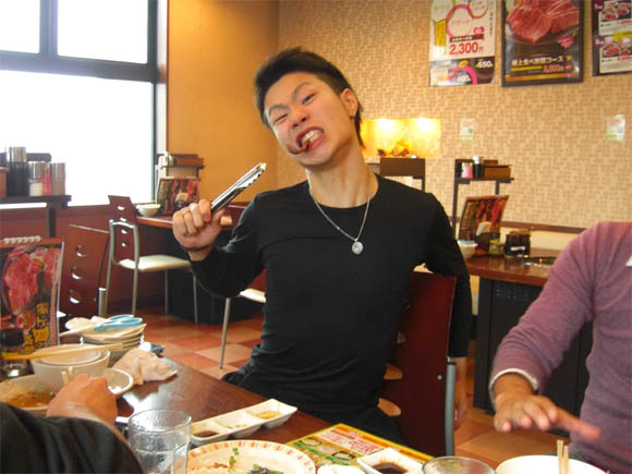 激しく食べるヤマザキ