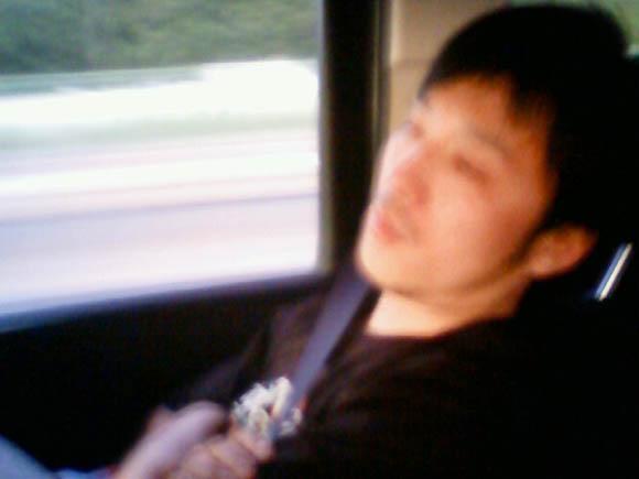 寝ているWARAさん