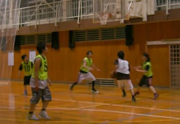 海パンでバスケするOTK