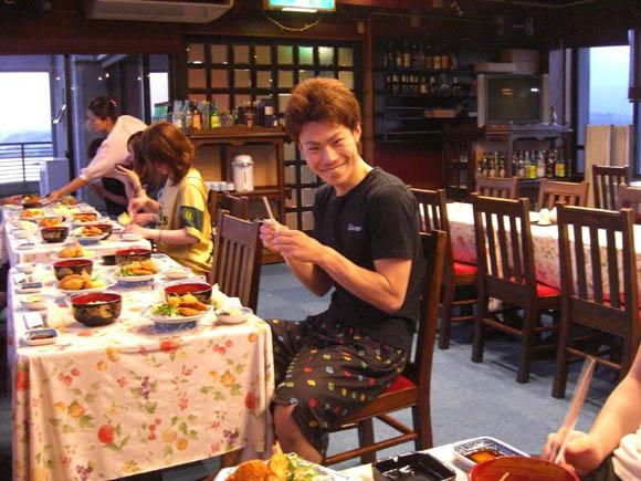 ご飯を食べるハムザキ