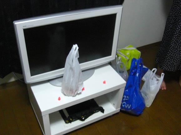 真っ白のテレビ台とテレビ